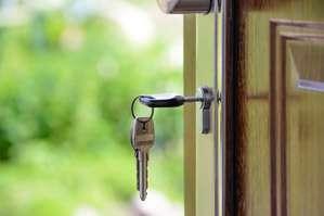 Commercial Real Estate Broker Job Description, Key Duties and Responsibilities